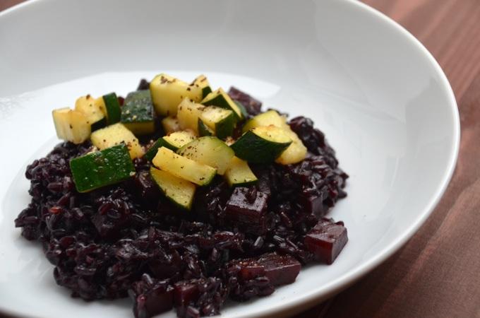 Schwarzer Reis mit Zucchini