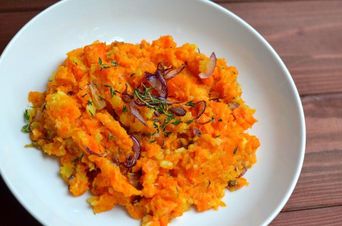 Karottenpüree mit Zwiebeln und Thymian
