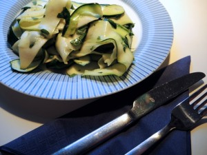 Kalter Zucchinisalat
