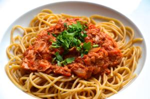 Pasta mit Tomaten-Thunfischsoße