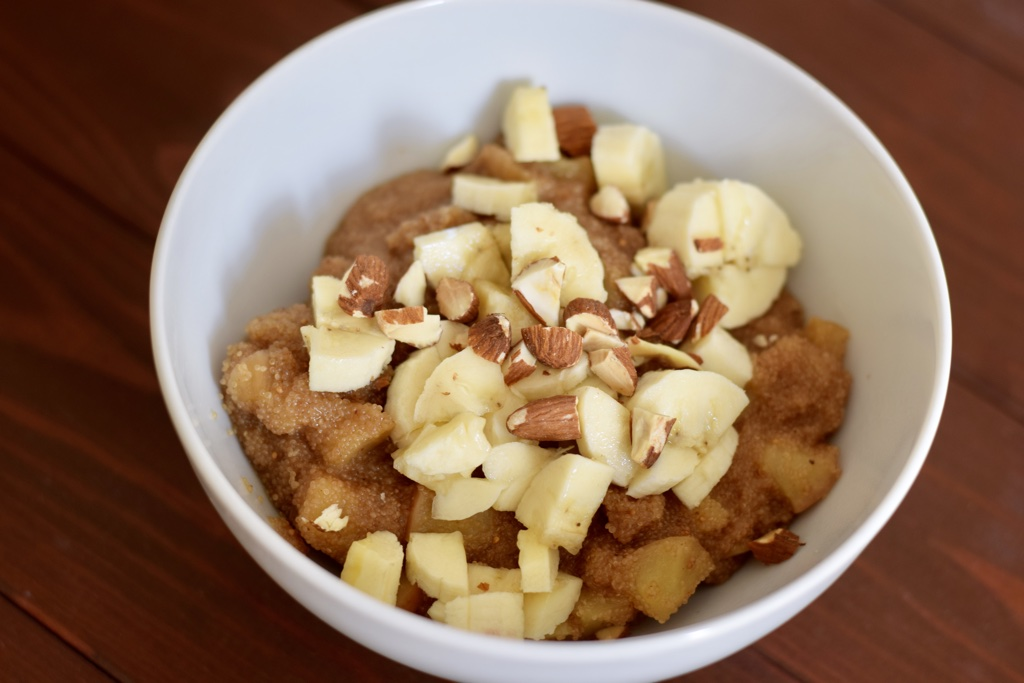 Amaranth mit gedünstetem Apfel und Feigen